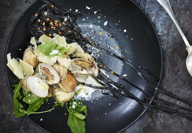 svart pasta recept