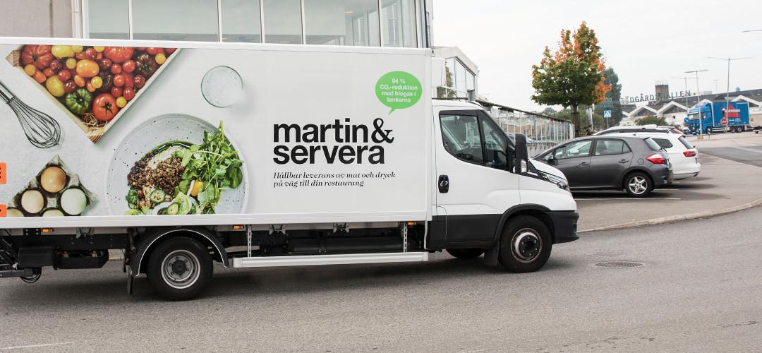 Två nya biogasbilar i Martin & Serveras fordonsflotta – på väg mot hållbara transporter